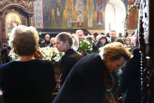 Александра Сърчаджиева до ковчега на съпруга й Иван Ласкин