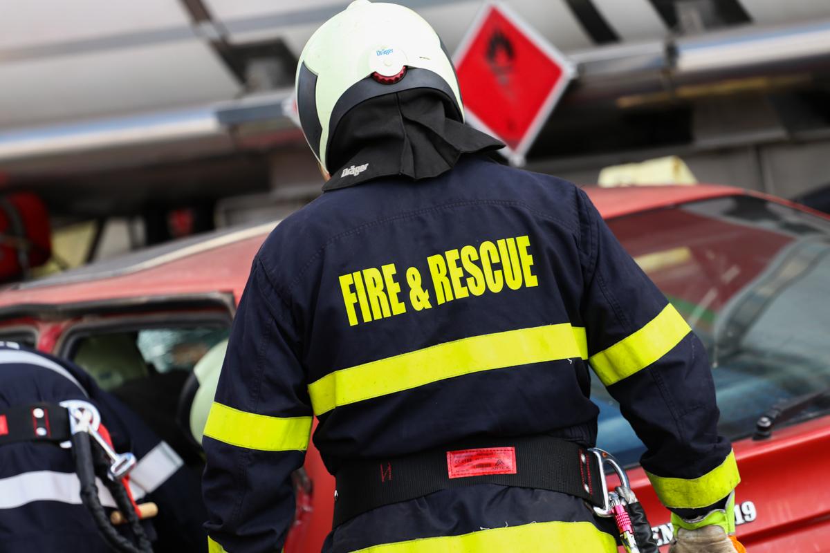 пажарна-пожарникар