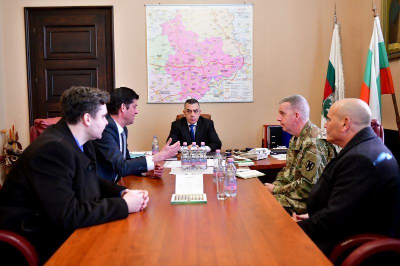 Кметът Стефан Радев се срещна днес с командира на Черноморски помощен екип полк. Уесли Мъри